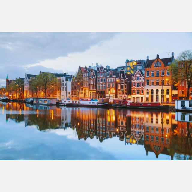 Operations Specialist with Advanced level of Dutch & English